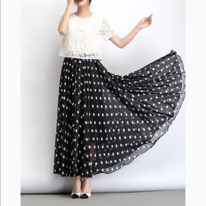 Dresses & Skirts - ✨PARIS✨Polka dot pleated skirt